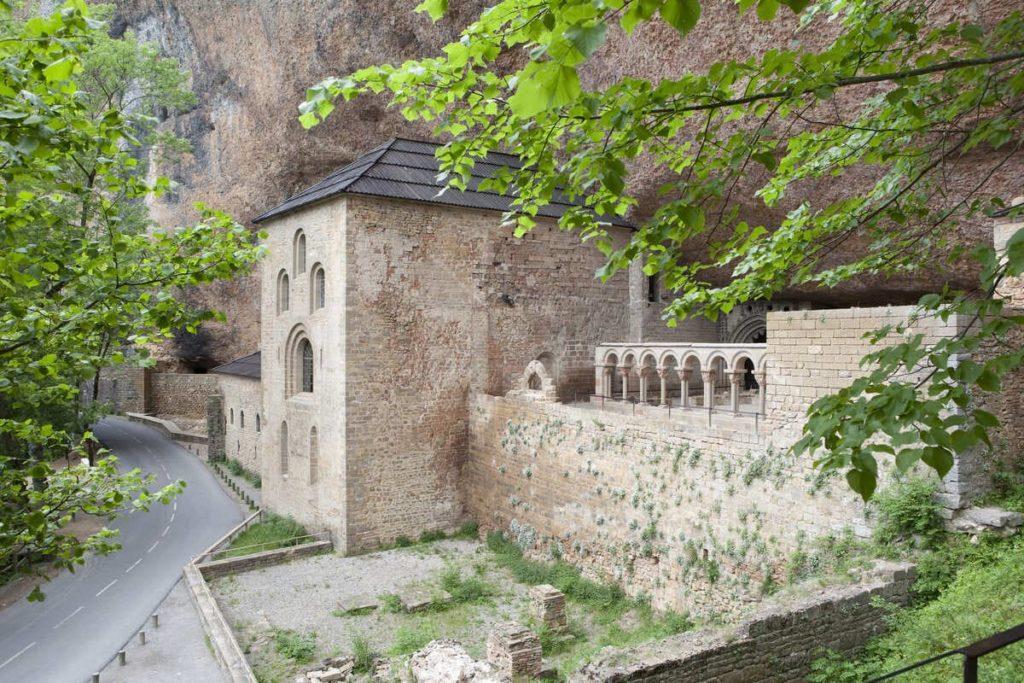 5 de las mejores rutas por Aragón en coche San Juan de la Peña